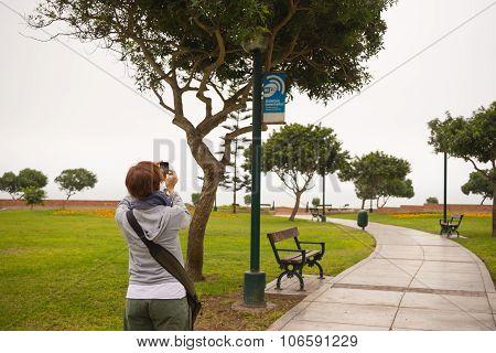 Free Wi-fi Zone In Lima Miraflores