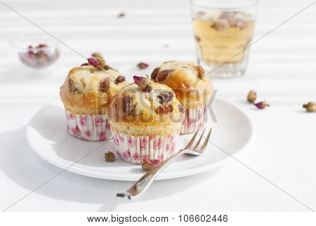 Muffin, mini cake, cupcake  with a rose buds tea