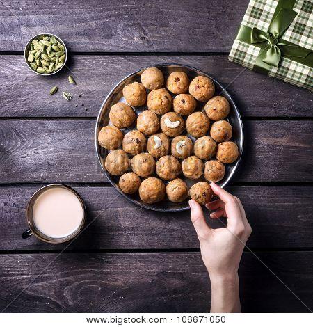 Indian Sweets Besan Ladoo