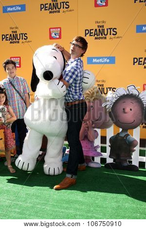LOS ANGELES - NOV 1:  Christopher Gorham, family, friend at the
