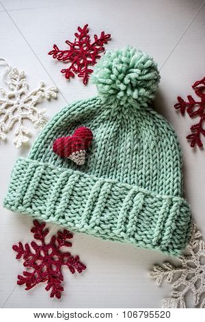 knitted hat in contrast