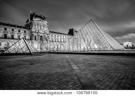 Louvre Museum at night in black and white