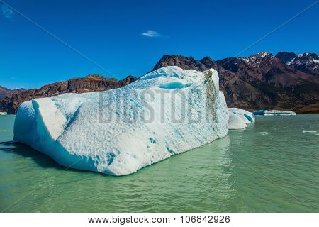 Argentina Patagonia, Lake Viedma. The huge white-blue iceberg drifts from coastal glacier in warm summer day