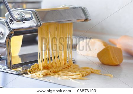 pasta maker with noodles