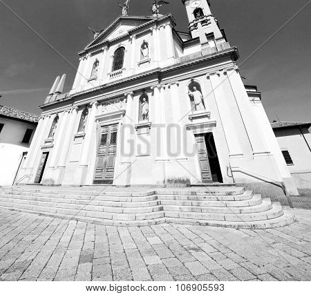 Medieval Old Architecture In Italy Europe Milan Religion       And Sunlight