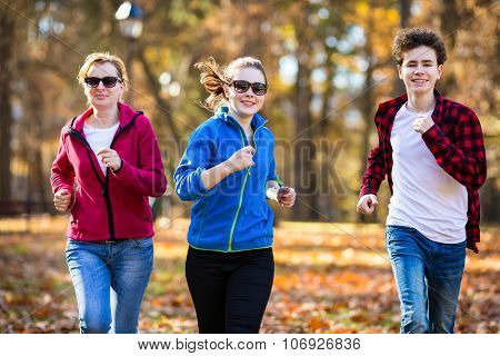 People running in autumn park