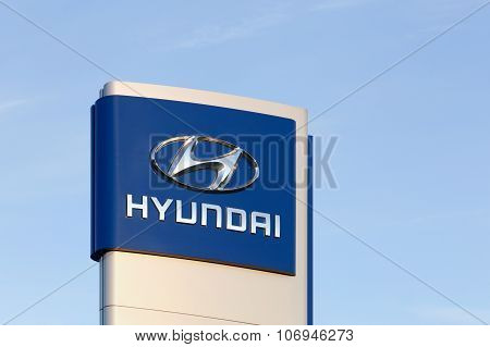 Hyundai logo in front of a car dealer