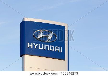 Hyundai logo in front of a car dealer