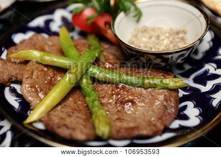 Veal Medallions With Asparagus
