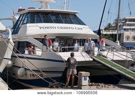 Glass bottom tourist boat