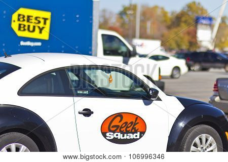 Indianapolis - Circa November 2015: Best Buy Geek Squad car - The Geek Squad Provides On-Site Customer Support IV