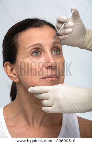 Cosmetic treatment with injection
