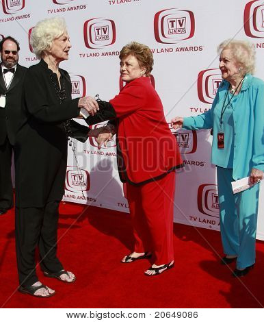 SANTA MONICA - JUNE 8:  Golden Girls Bea Arthur, Rue McClanahan and Betty White at the sixth annual TV Land Awards held at the Barker Hanger in Santa Monica, California on June 8, 2008.