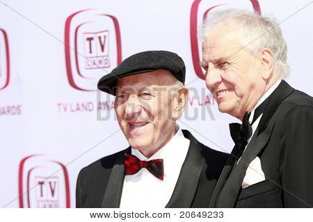 SANTA MONICA - JUNE 8:  Jack Klugman, Garry Marshall at the 6th annual TV Land Awards held at the Barker Hanger in Santa Monica, California on June 8, 2008.