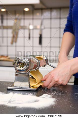 Rolling Pasta Detail