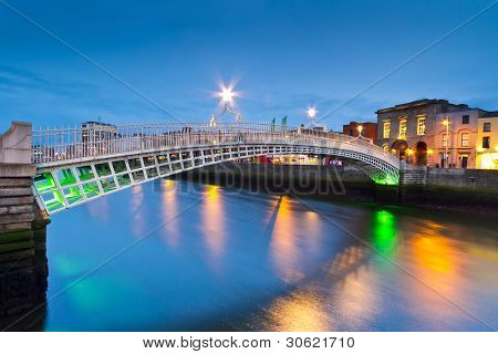 The ha'penny bridge in Dublin at night, Ireland