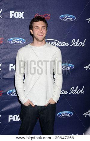 Los Angeles mar 1: Phillip Phillips kommt bei der american Idol-Jahreszeit 11 Top 13 party die die