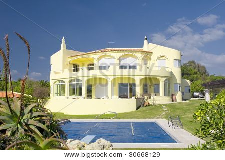 Beautiful villa with a healthy garden and a covered pool at Algarve, south of Portugal