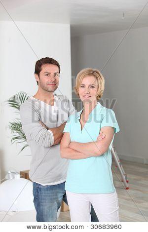 Homem e mulher se mudar para casa nova