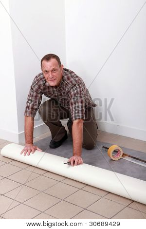 Man laying pvc flooring