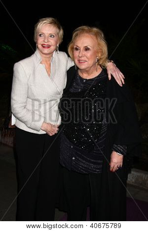 LOS ANGELES - JAN 4:  Florence Henderson, Doris Roberts arrives at the Hallmark Channel 2013 Winter TCA Party. at Huntington Library & Gardens on January 4, 2013 in San Marino, CA