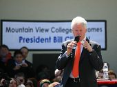 Dallas College begrüßt bill clinton