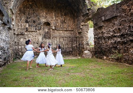 Philippines - Girls Dancing