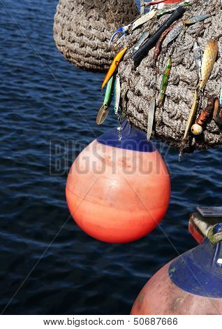 Boat-fender with fishing hook 01