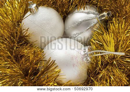 Silver Balls In Tinsel