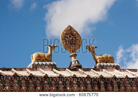 Sculpture on the gate of Tengboche monastery