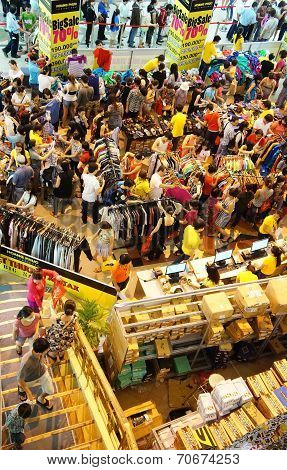 Crowded Shoping Centre, Sale Off Season