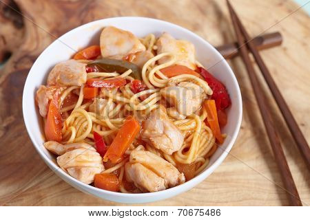 chinese stir fried noodles with chicken