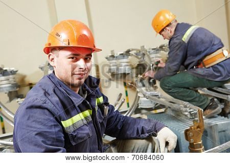 Industrial electrician lineman repairman workers team