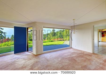 Spacious Empty Living Room. Glass Wall And Backyard Landscape