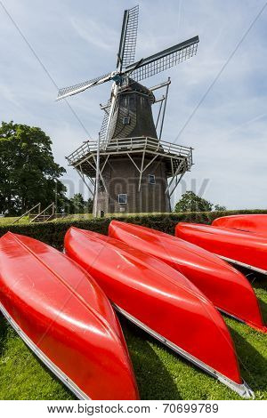 Canoes With Mill