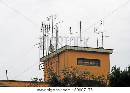 Tv Antenna System On Th Roof Of Rome City House