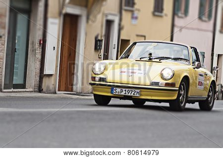 OLD CAR PORSCHE YELLOW  mille miglia 2014