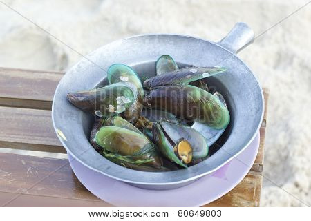 Baked Green Mussels In Pot
