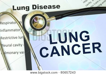Tablet with word Lung cancer and stethoscope.