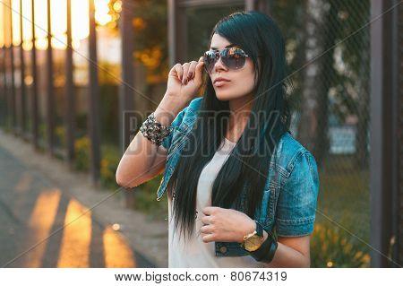 Girl In Sunglasses. Sun Rays Sunset
