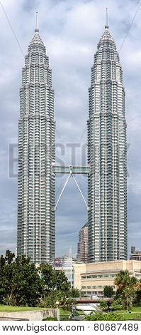 High Quality Pictureof  The Petronas Twin Towers,