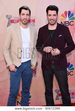 LOS ANGELES - MAR 29:  Drew Scott & Jonathan Scott arrives to the 2015 iHeartRadio Music Awards  on March 29, 2015 in Hollywood, CA