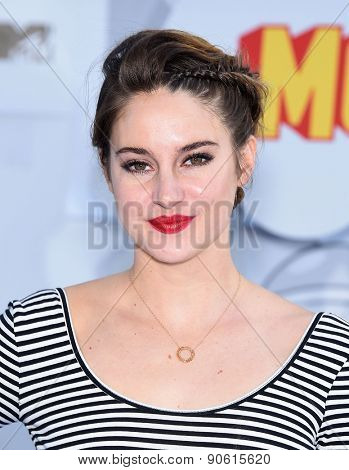 LOS ANGELES - APR 12:  Shailene Woodley arrives to the MTV Movie Awards 2015  on April 12, 2015 in Hollywood, CA