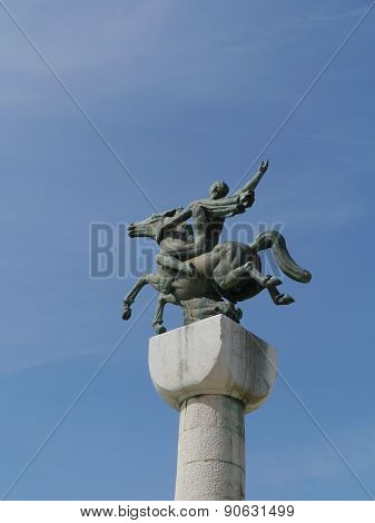 A statue of a horse rider