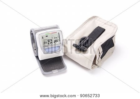 Device For Measurement Of Arterial Pressure And A Case