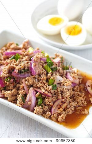 Spicy minced chicken salad