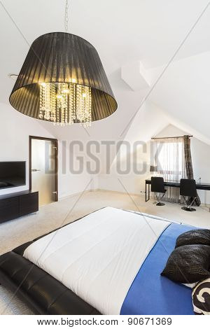Spacious Bedroom In A Modern Property