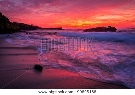 Waves And Rocks In The Pacific Ocean At Sunset, Seen At Shell Beach, In La Jolla, California.