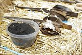 picture of farmworker  - Coal bowl as a shearing tool - JPG