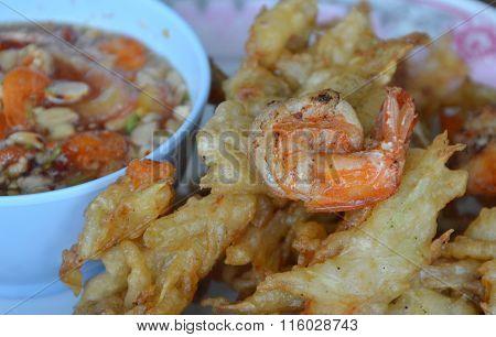 crispy fried papaya and shrimp with sweet sauce